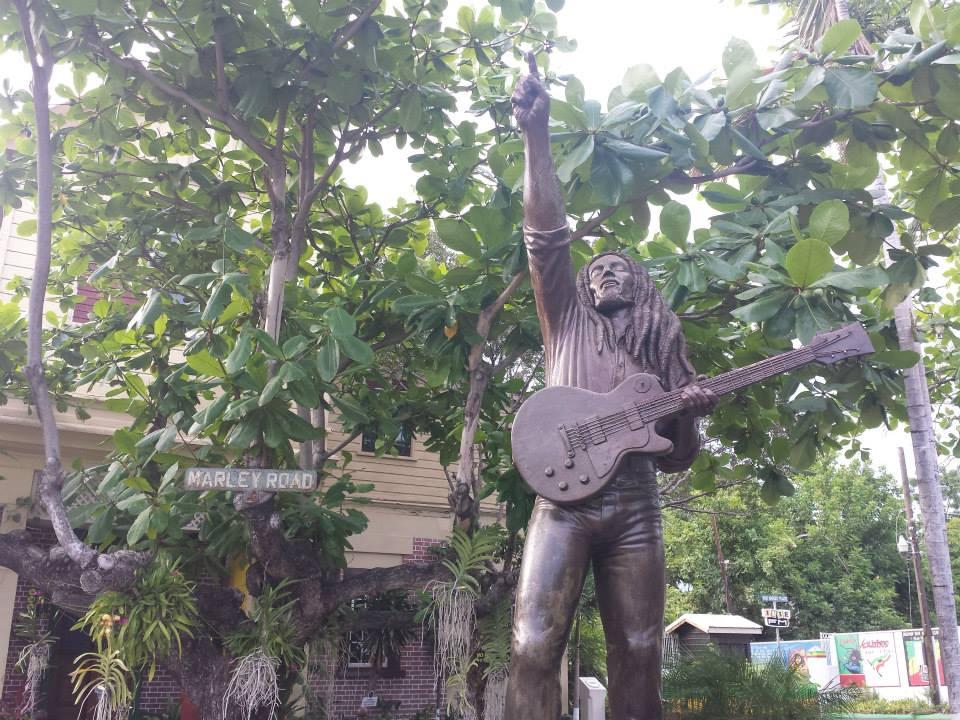 Estátua do Bob no quintal